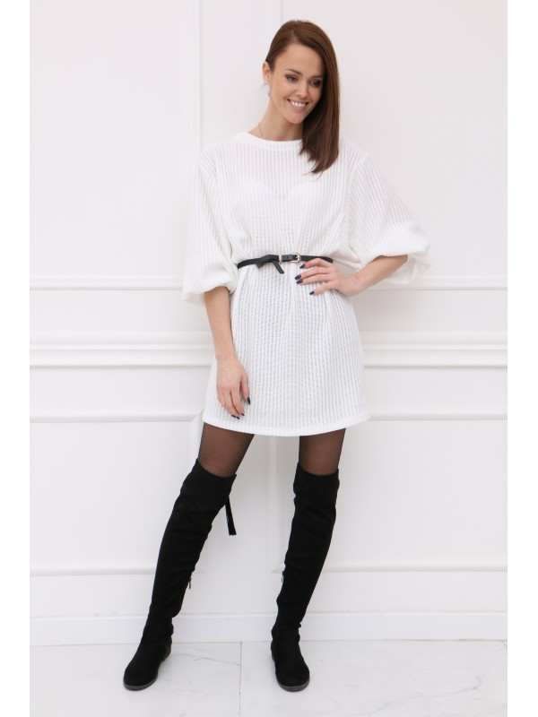 Biele šaty so širokými rukávmi