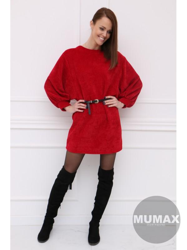 Červené šaty so širokými rukávmi