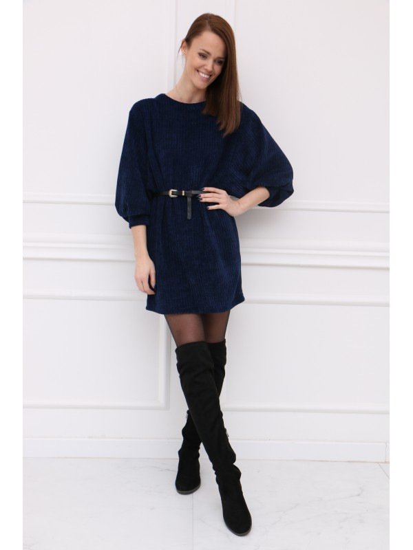 Modré šaty so širokými rukávmi