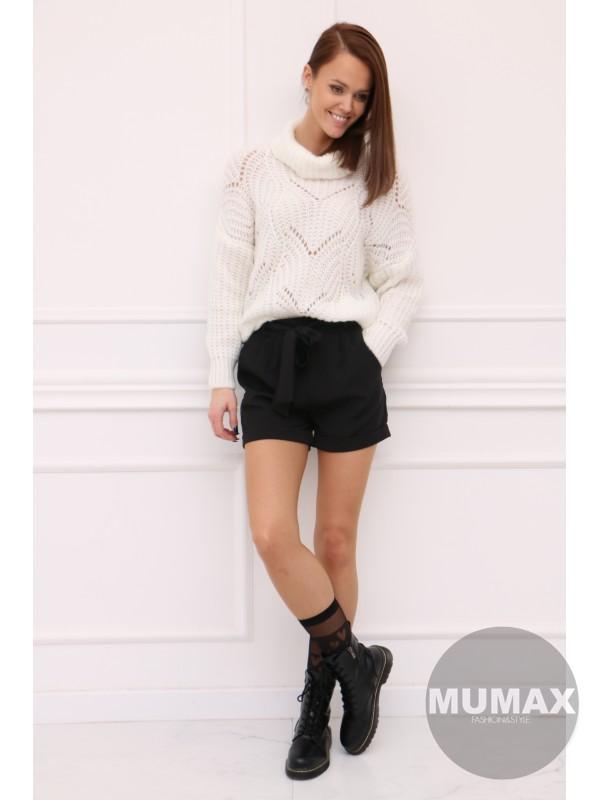 Trendy bielý pulovér