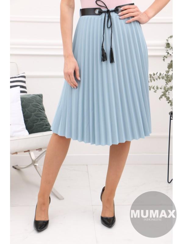 Modrá sukňa s opaskom