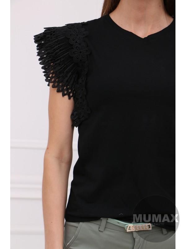 Čierné tričko s ozdobou na rukávoch